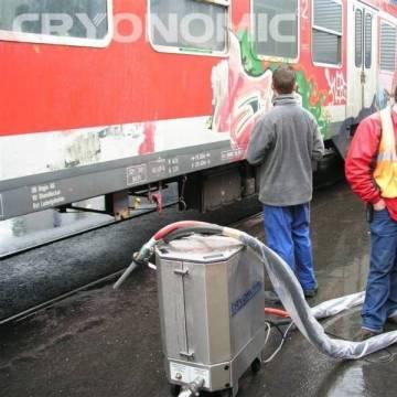 Curățare vopsea trenuri camioane cu gheață carbonică 5