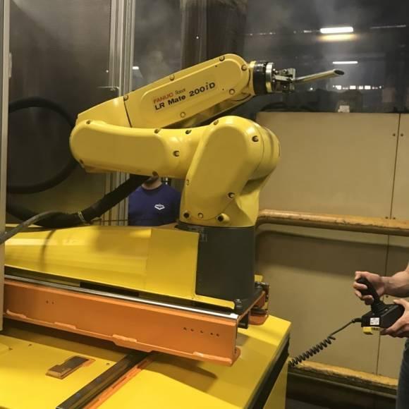 Robot de Curățare cu Gheață Carbonică 1